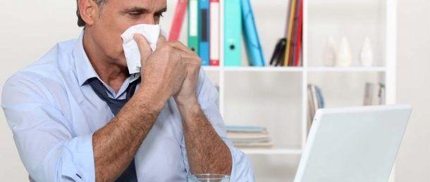 No es de sorprenderse que algún empleado este en su pupitre con la nariz roja y decaído, ya que no todo el personal se encuentra en casa cuando está enfermo