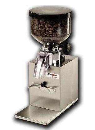 Demoka Koffiemolen M 203  De Demoka Koffiemolen M 203. Uit de categorie Accessoires. De Demoka Koffiemolen M 203 heeft de volgende eigenschappen: Verhitting koffiebonen:Nee - Materiaal maalschijven:Gehard staal - Materiaal behuizing:RVS - Inhoud koffiecontainer:400 gram - Vermogen:200 watt - Zekering tegen blokkering:Ja - Gehard staal:Vlak 49 mm - Autodruk knop via de filter koffiehouder:Ja - Traploos koffiebonen fijnafsteller:Ja - Merk:Demoka - Afmetingen (H x B x D):33 x 11.5 x 22 cm…