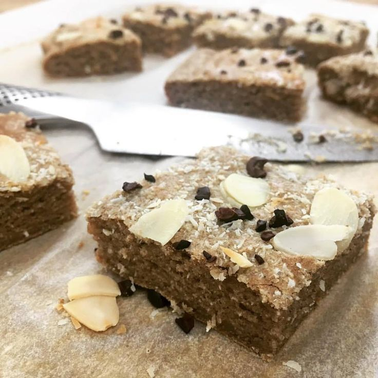 This looks so delicious! Unsweetened Banana slice 3 ripe bananas 1/3 cup coconut oil 4 eggs 1 tbsp Macca (optional, but good for thyroid) 1 tbsp cinnamon 1 cup tapioca flour 1 tbsp coconut flour  Blend first five ingredients until smooth.   Transfer liquid to mixing bowl. Add remaining ingredients, hand whisk until well combined.  Line baking pan with paper. Pour batter in and spread out. Sprinkle with nut, seeds, nibs and/or coconut. Bake for 10 minutes.