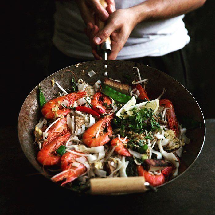 Delicioso verdad? #Gambas y #queso de soja Pad Thai. Un #wok chisporroteante de #fideos de #arroz perfectos mezclado con grandes y jugosos #langostinos Yamba rebanadas de queso de soja #judias frescas nos dan como resultado saborea dulces agrios salados picantes  en este plato de comida asiática es uno de los platos más  queridos en Asia. http://ift.tt/2t5mQJl