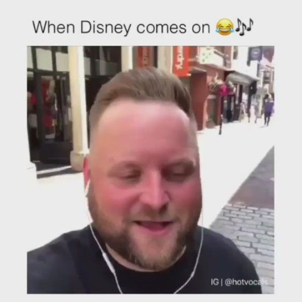 Cuando escuchas canciones Disney.. #disney #canciones #frozen #songs #musica #music #cover #covers #jasmine #unmundoideal #aladdin #beauty #beast #beautyandbeast #people #public #fun #funny #street http://misstagram.com/ipost/1571962616035875545/?code=BXQu6uxAxrZ
