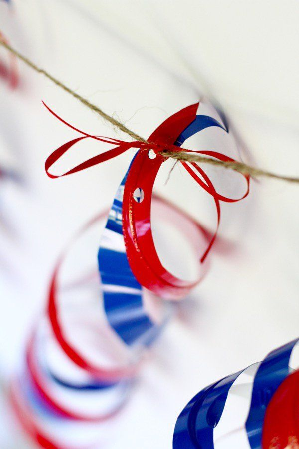 These plastic cup twirlers are the perfectly cheap decoration for the 4th of July or any other holiday! And it is a great way to recycle Solo cups!