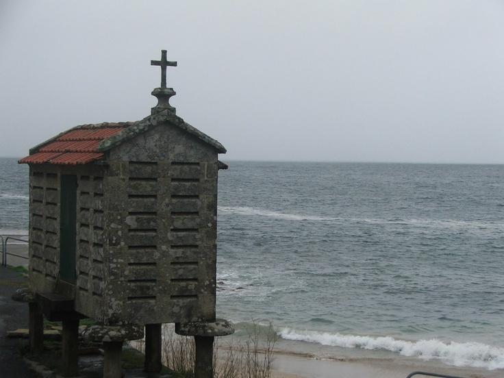 The Hórreos near the sea, need more ventilation  [CASTI+06+001.jpg]