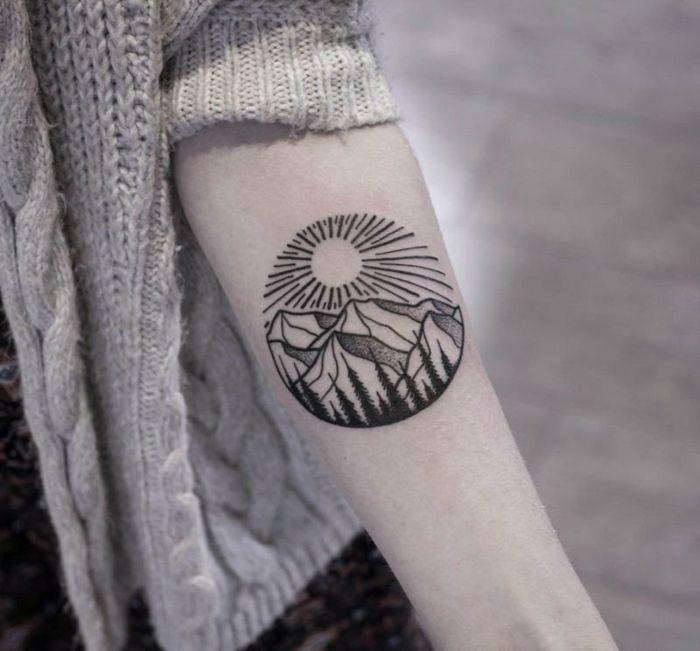 Les 25 meilleures id es de la cat gorie tatouage rond sur pinterest tatouage f minin d licat - Tatouage soleil femme ...