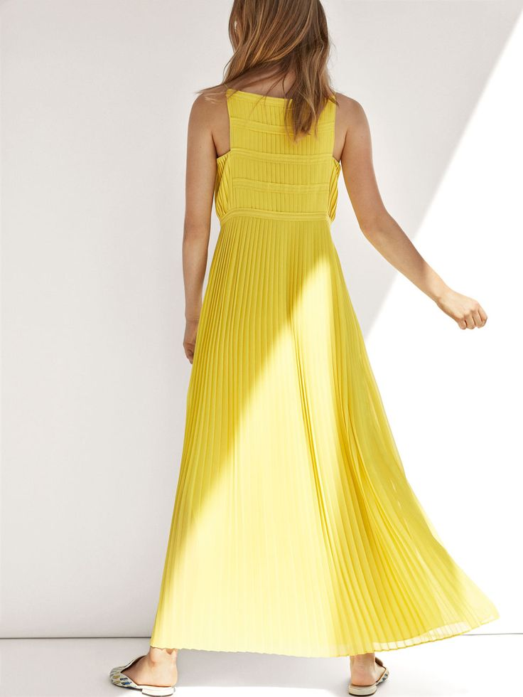 Autumn Spring summer 2017 Women´s PLEATED DRESS at Massimo Dutti for 120. Effortless elegance!