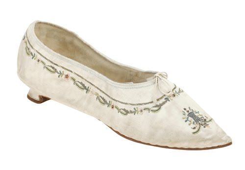 Pair of ladies slippers, England, 1790. White silk satin, embroidered with floral motifs, little louis heel.