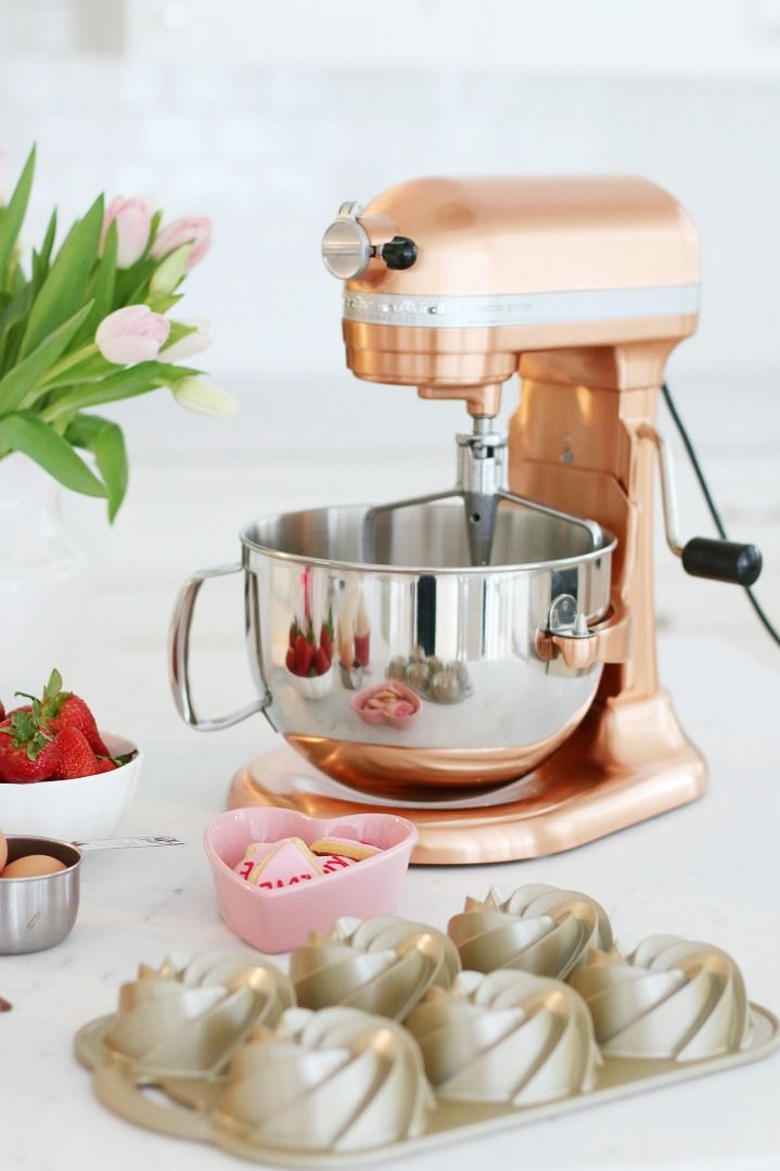 Copper Kitchen Aid Mixer exclusive to Williams-Sonoma | Valentine's goodies | http://monikahibbs.com