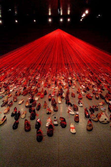 Área Visual - Blog de Arte y Diseño: Las instalaciones de Chiharu Shiota