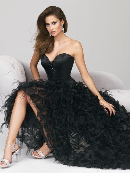 Vestidos de fiesta , el siempre elegante, este en especial es clásico de la parte de arriba, pero los detalles de la falda lo hacer ser muy original y majestuoso.