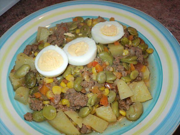 Habas guisadas con verduras y carne