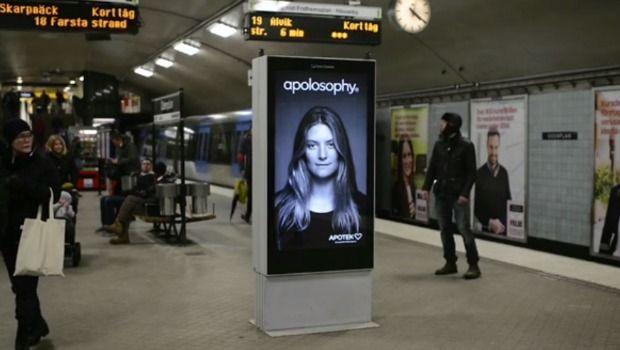 Un anuncio de champú que reacciona cuando pasa el metro a su lado