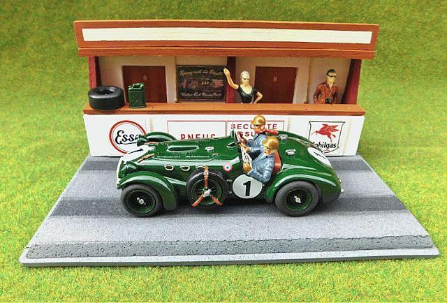 """Kit Diorama_Le Mans_Box Clásico"" montado y pintado por @mulsannemodels https://es.pinterest.com/slottorque/boards/ Escala 1/32  #slot #diorama #scalextric #scalemodel #diecast #hotwheels #artwork #rally #wrc #rx #motorsport #artisan #artesano #collector #coleccionista #132scale #modelcar #toy #hobby #classiccars #classicracing #oldracing #racing #motorsports #forsale #resin #resina #kit #scenery #lemans"