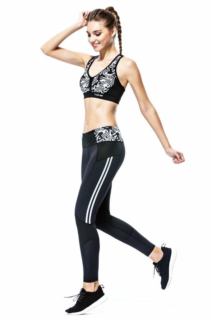Du willst einen ultrastarken Sport-BH, der deine Brüste auch bei Kilometer langen Strecken unterstützt? Dann bist du mit dem Yvette Sports Slim Lines X-Back Sport-BH bestens ausgerüstet.  #yvettesports #training #yvette #sports #fitness #outfit #fitnessoutfit #shorts #fitnessshorts #fitnessbh #sportbh #sportsbra #gym #workout #ootd #leggings #fitnessleggings #tight #damen #sportleggings