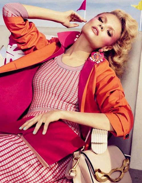 De Italiaanse Giovanna Battaglia is moderedactrice bij het herenmodeblad L'UOMO Vogue in Italië en werkt tevens als freelance styliste, onder andere voor het magazine W. Deze foto was voor het magazine Vogue Japan uit februari 2012 en spreekt mij erg aan vanwege de kleuren en de zomerse sfeer. Het roept bij mij een beetje het jaren '60 gevoel op, maar dan in een nieuw jasje gestoken.