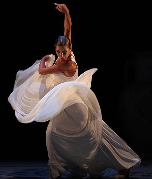 Sara Baras pone en escena 'Medusa, la guardiana', en el inicio del festival internacional.
