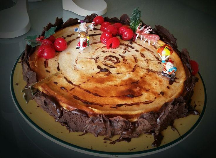 une tranche de bûche !  cheesecake avec écorces de chocolat et champignons en bigarot 🎄