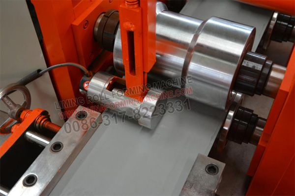#Drywall #Profile #C #U #Channel #Roll #Forming #Machine can stable and long time working to satisfied high quantity production.Machine working speed is 10-15m/min.You can setting length and pieces in PLC,then the roll forming machine can automatic working.It is only need one or two workers.Every roll forming machine everyday working about 8 hours.Workers should be everyday clean the machine and add oil.