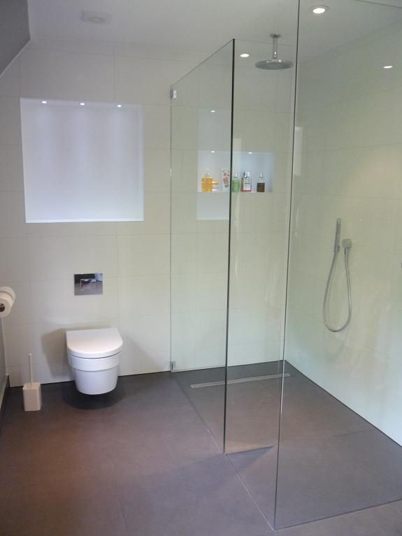 Bespoke walk-in shower enclosure with wet-room floor. Catalano Zero WC. www.ooshka.co.uk