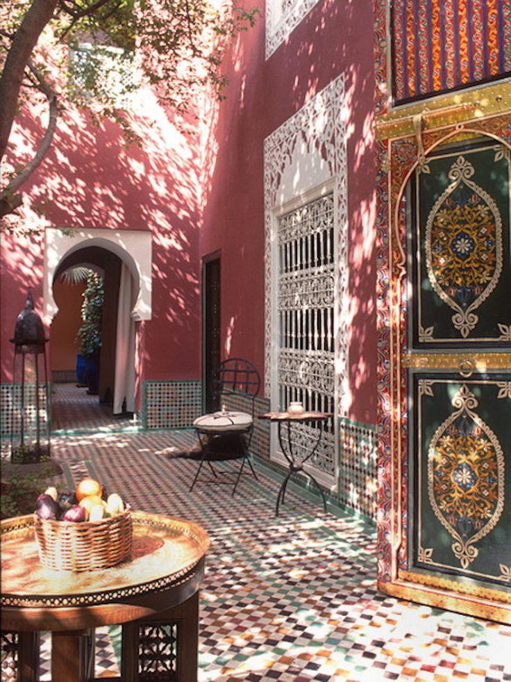 Pink courtyard #haut!