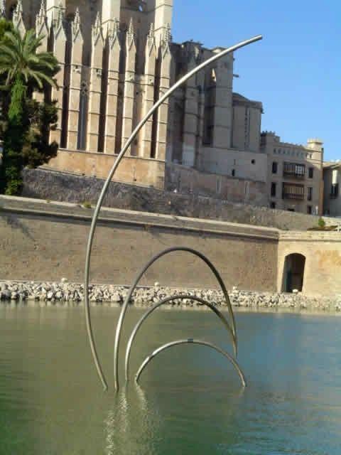 Andreu Alfaro Línies al vent II (1983-84) 7,50 x 3,50 x 2,50m. Parc de la Mar, Palma de Mallorca.