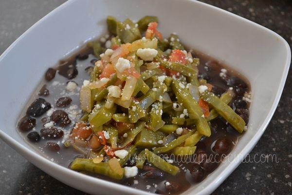 Receta de Nopales de la chef Zahie Tellez de Madeleinecocina. Me gusta muuuuucho la versión!!