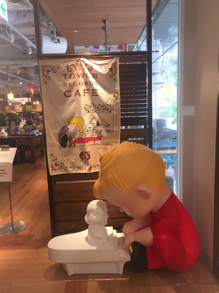 over 10 character cafes in japan tokyo to visit - Glass Sheet Cafe 2015