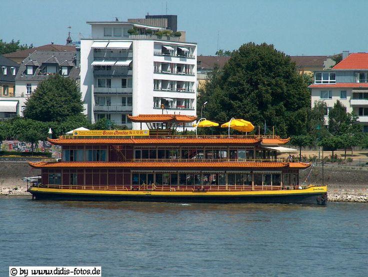 chin. Restaurantschiff auf dem Rhein vor Bonn-Beuel