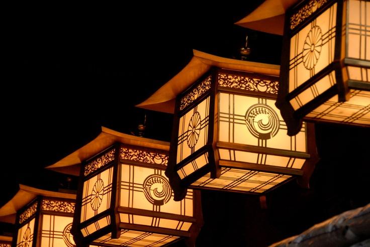 Japanese Lanterns http://www.fotopedia.com/magazine/stories/eRp49r1B598/Japanese_Lanterns
