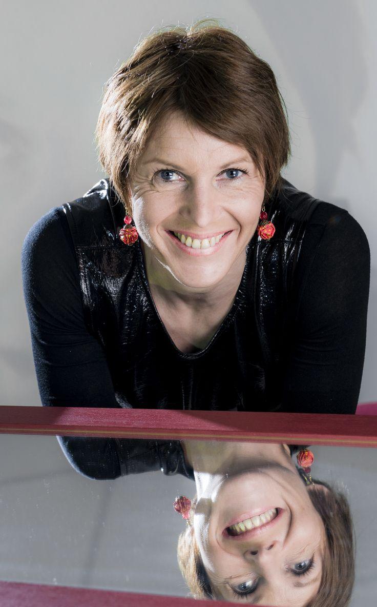 """Anne-Marie Kermarrec à 45 ans a choisi de fonder Mediego www.mediego.com Que fait Mediego? """"Mediego offre des services de personnalisation et de marke..."""