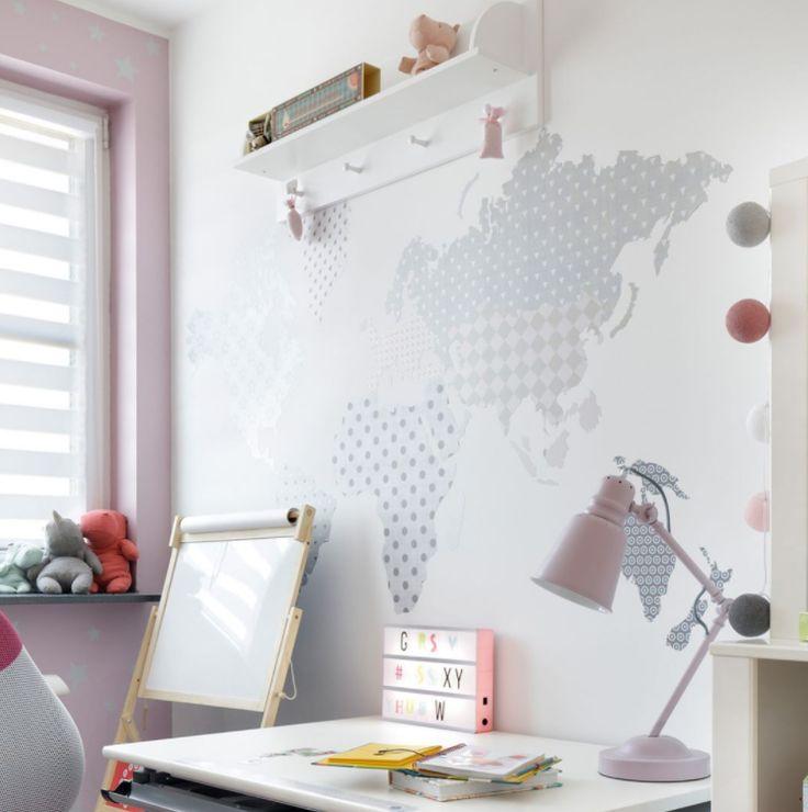 🌎 Väggklistermärke i form av en världskarta passar perfekt över ett skrivbord . Hitta din ultimata färgkombination.  📷 : @kurdejszatan    #barnrum #kidsroom #barnrumsinredning #kidsdecor ⠀ #finabarnsaker #kidsinterior #kidsdesign #kidsperation #barneroom #inspirationforpojkar #kidsinspo #kidsdeco⠀ #nordickidsliving #kidsperation #myroom #barn #exklusiv #baby #inspirationforflickor #barnruminspo #barnrumsdetaljer #barnrumsinspiration #finahem #finabarnsaker #barnerum #mittbarnerom