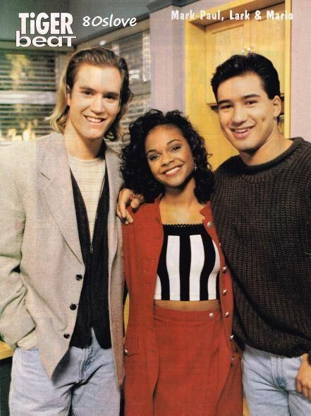 In another single episode of Saved By The Bell, friends A.C. Slater (Mario Lopez) & Lisa Turtle (Lark Voorhies) stop squabbling on the Fourth of July & go to the same token at the country club.