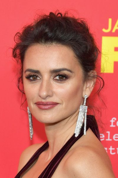 3110f7e66 Penelope Cruz Now - Celebrity Red Carpet Beauty Looks Then and Now - Photos
