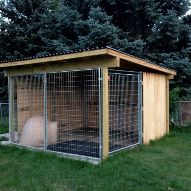 Kami's new kennel.  Awesome outdoor kennel for my crazy heathen!!!