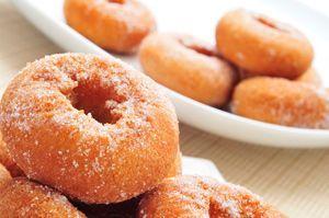 Continuamos con nuestra racha de recetas de Semana Santa. Esta vez prepararemos los tradicionales roscos fritos, cuya masa elaboraremos con la máquina Ther