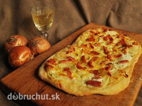 Fotorecept: Tarte flambée - francúzsky slaný koláč -  Pripravíme si suroviny..  Ak nemáme crème fraîche, tak si môžme urobiť našu slovenskú...