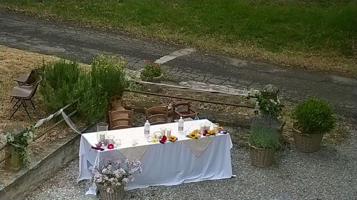 matrimonio: ricevimento all'aperto, tavolo degli sposi. Ugo e Margherita, giugno 2014