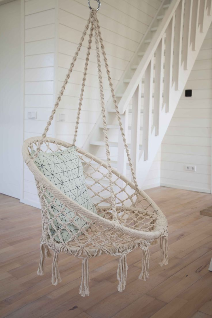 Hangstoel woonkamer vakantiehuisje Noordwijk aan zee