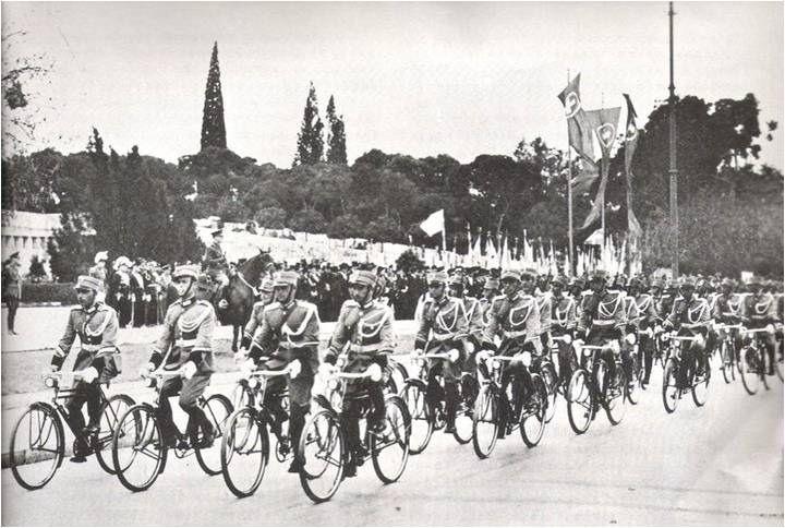 https://flic.kr/p/h8LCES | 1937 03 25, Ποδηλάτες της Χωροφυλακής σε παρέλαση στο Σύνταγμα