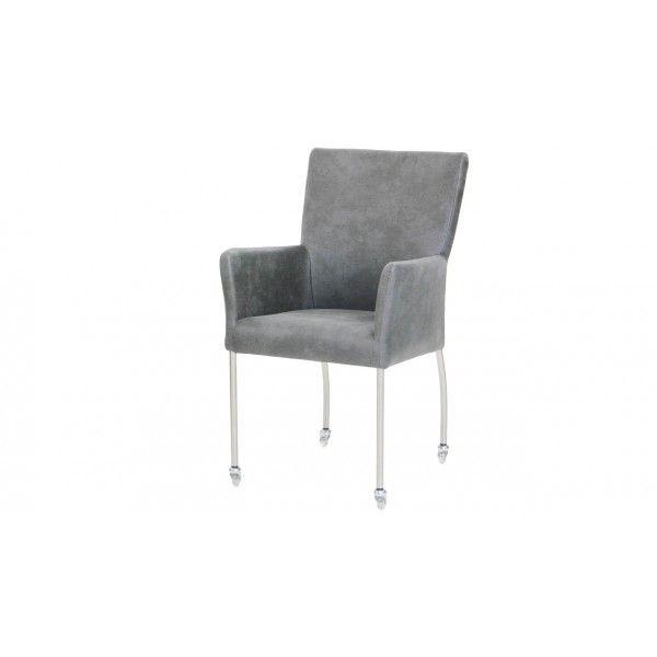 Eetkamerstoel Jibbe van het merk Donc is een moderne stoel die helemaal naar eigen smaak is samen te stellen. Zo is er de mogelijkheid om te kiezen voor skate wieltjes, zwarte wieltjes of geen wieltjes. Daarnaast is er een breed assortiment aan verschillende stofferingen in verschillende kleuren. € 138