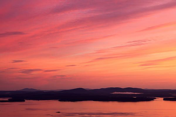 We woke up before dawn from our campsite to drive up to Cadillac Mountain at Acadia National Park to watch the sunrise. It was a beautiful morning and we were rewarded with a breathtaking view of the sunrise. It was such a colorful morning.