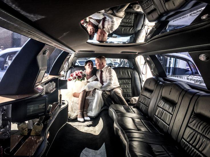 Die Hochzeitslimousinen bietet genügend Platz für das Hochzeitspaar