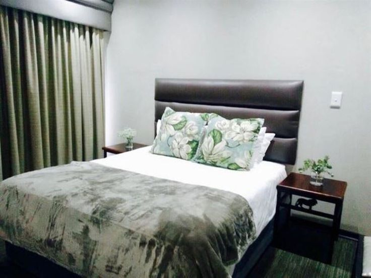 Shawu Lodge & Conference - Shawu Lodge is a well known establishment in Bloemfontein and offers you 19 luxurious rooms. We are situated in the center of Bloemfontein and are close to the Universitas Hospital as well as Mimosa Mall.Each ... #weekendgetaways #bloemfontein #motheo #southafrica