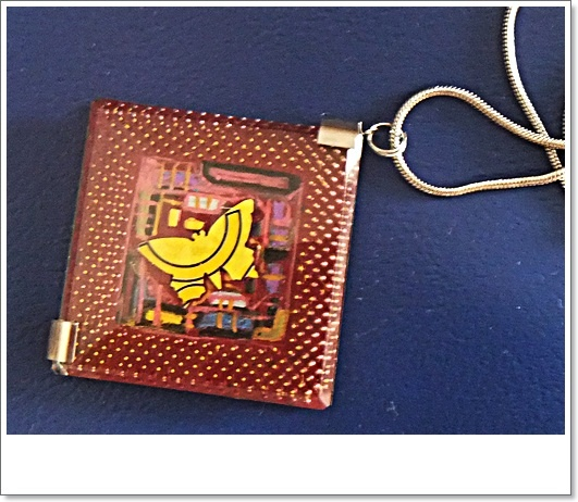 butterfly, intel pentium prosessor , collier  5x5 cm with glas