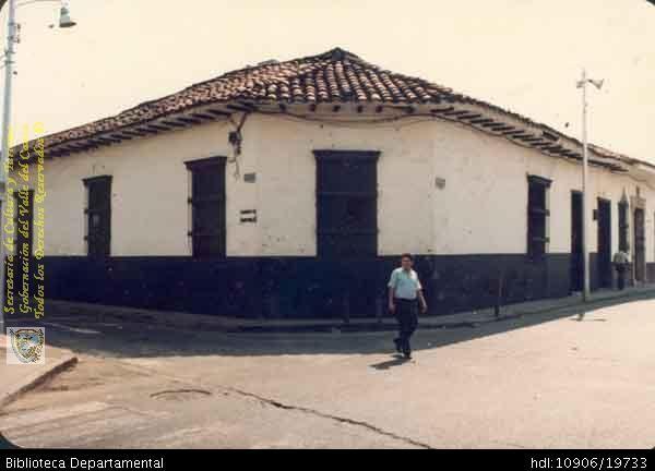 Biblioteca Departamental Jorge Garces Borrero y COLEGIO BERCHMANS -ASIA. PRIMERA CASA DONDE FUNCIONÓ EL COLEGIO BERCHMANS. SANTIAGO DE CALI 1936. Biblioteca Departamental Jorge Garces Borrero.