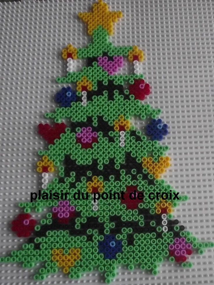 36 best perle figurer images on pinterest hama beads cross stitch patterns and crossstitch - Perle hama noel ...