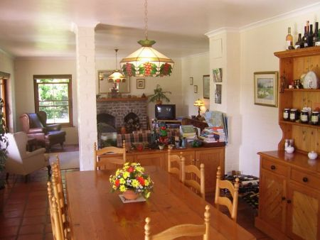 Self Catering Accommodation, Noordhoek, Cape Town  Enjoy a family feast around this 8 seater dining table