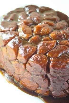 Olla de barro pan de mono - ¿Quieres obtener más provecho de ese olla de barro?  Tengo el pan de mono perfecta para lanzar en él.  Mi parte favorita es la parte superior de caramelo que recubre el pan de mono!