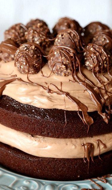 Gateau al cioccolato con gli intramontabili rocher. Per i classici golosi!