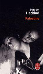 """En Cisjordanie, entre la Ligne verte et la """"ceinture de sécurité"""", une patrouille israélienne est assaillie par un commando palestinien. L'un des soldats est pris en otage et, blessé, perd tout repère, oublie même son nom. Il est recueilli, soigné et adopté par deux Palestiniennes. Cote : R HAD"""