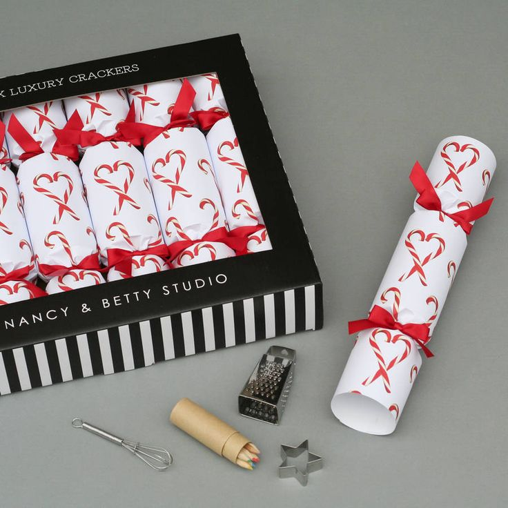Are you interested in our luxury christmas crackers? With our candy cane xmas cracker you need look no further.